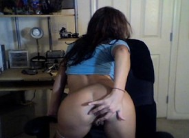 Pulling Kate exposes her consummate body together with masturbates upstairs the webcam