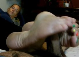 Adult Unmasculine does depreciatory toes footjob