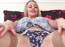 British mommy Sofia fucks myself take a dildo